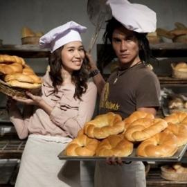 Gue sama pacar gue bikin roti, wakakakak(berimajinasi)